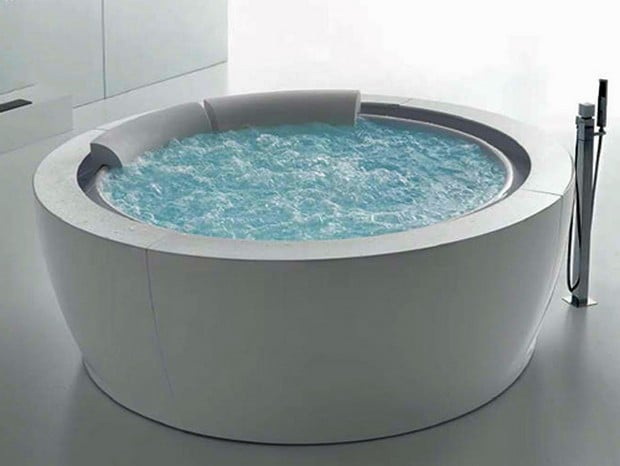 round whirlpool bathtub by hafro new bolla sfioro. Black Bedroom Furniture Sets. Home Design Ideas