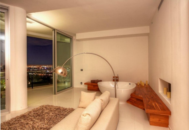 Exquisite Estate in Los Angeles 3