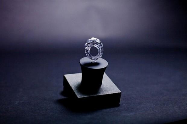 All-Diamond 150-Carat Ring 2