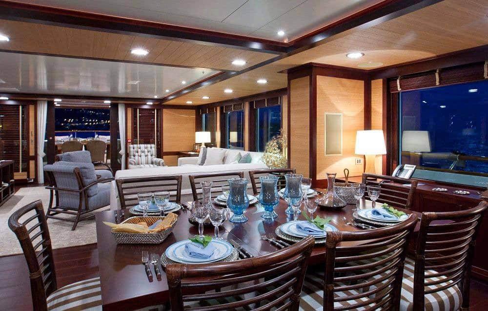 Pamela V Yacht 10