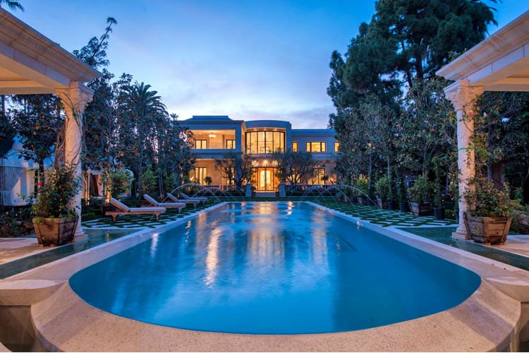 The beautiful 39 le palais 39 in beverly hills california for Luxury houses in beverly hills for sale