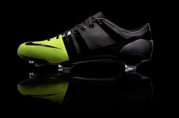 regimiento Caprichoso licencia  Nike Green Speed Soccer Boot by Andy Caine