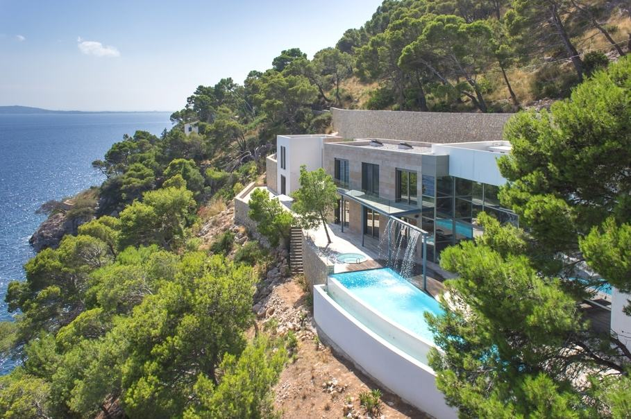 Luxury waterfront villa in formentor mallorca for sale for Luxury beachfront property for sale