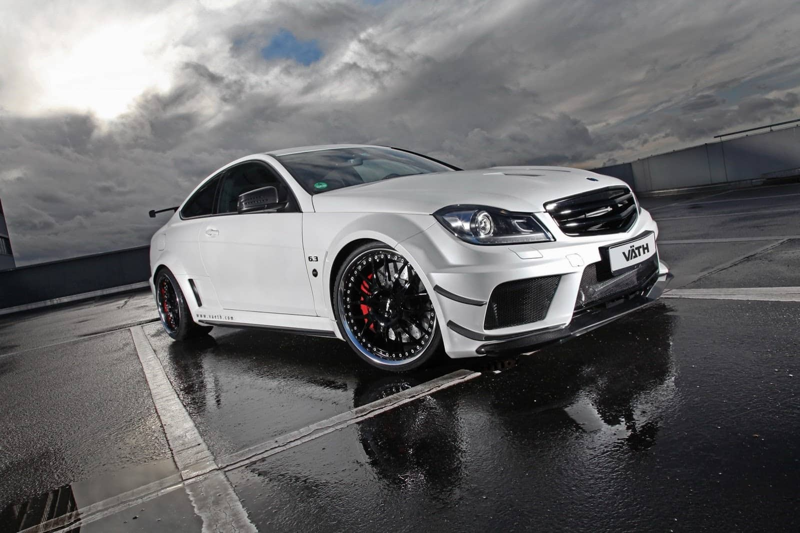 V 196 Th Refines The Mercedes C63 Amg Coupe Black Series