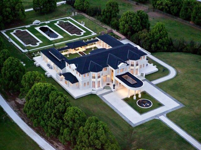 One Of The Most Gracious Estates In Queensland, Australia