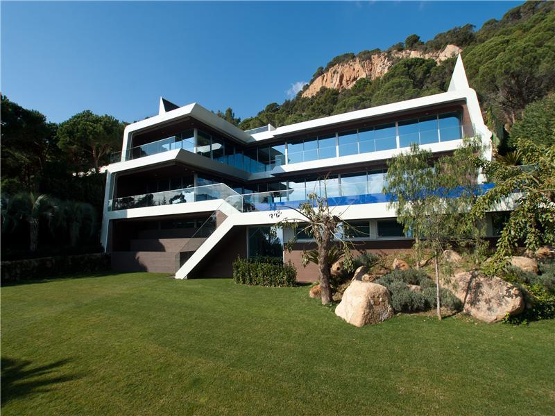15 Million Modern Villa In Spain
