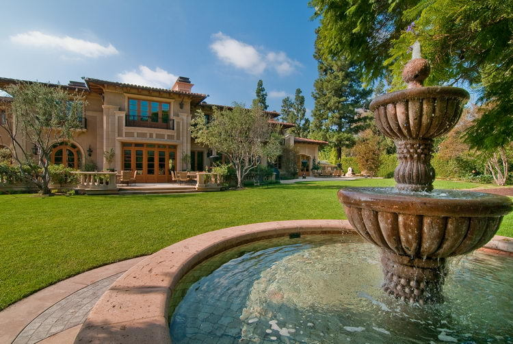 Magnificent mediterranean manor in beverly hills for Most beautiful mediterranean houses