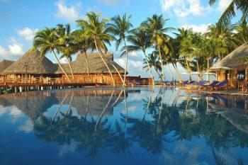 Vilu Reef Beach & Spa Resort 01