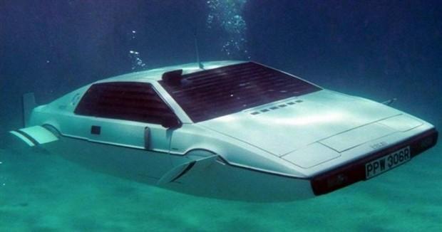 Lotus Esprit Submersible 1
