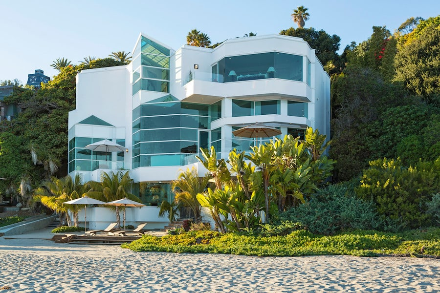 Paradise Cove Beach House Is An Amazing Estate Located In Sunny Malibu California