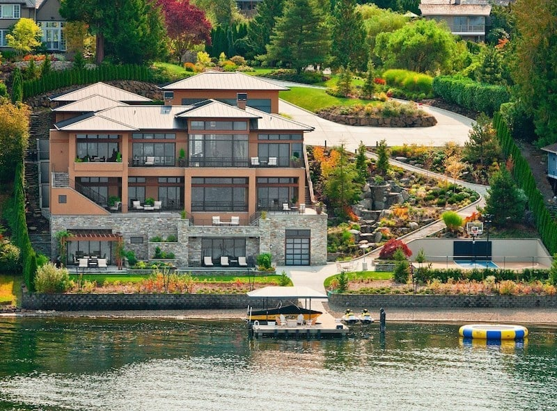 Wonderful Lakeside Estate In Bellevue Washington