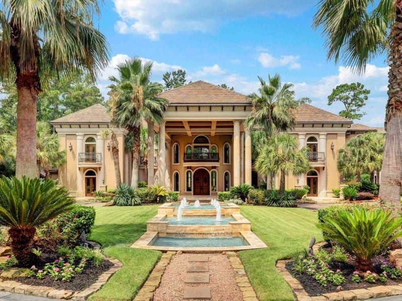Newly Renovated Texas Mansion Perfect For Organizing