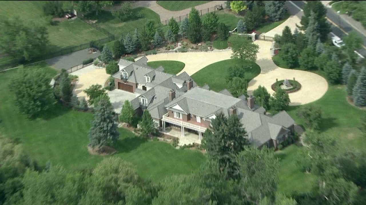 Lakefront further The 15 Most Incredible Homes Owned By Nfl Players in addition All About Small Home Plans Log Cabin And Homes 432575 besides How To Sell Your House Quick In Los Angeles additionally Jerry Seinfelds House In Telluride. on colorado mega mansions