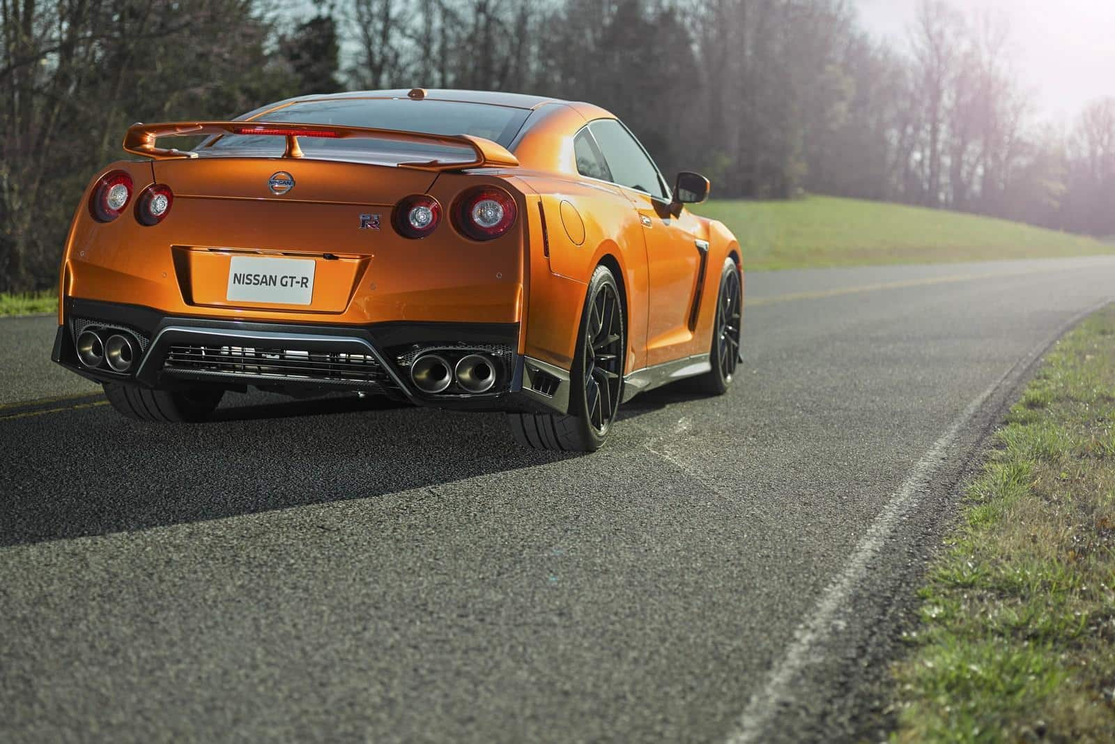 new york was impressed by the 565hp 2017 nissan gt r. Black Bedroom Furniture Sets. Home Design Ideas