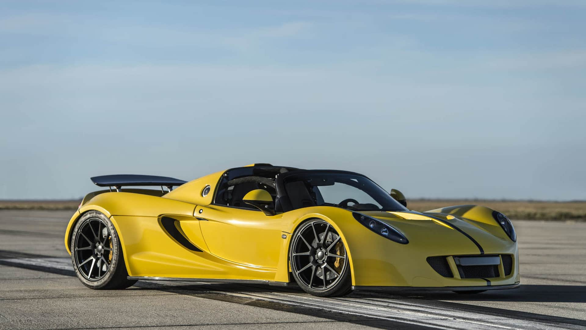 The World S Fastest Convertible Is Now The Hennessey Venom Gt Spyder