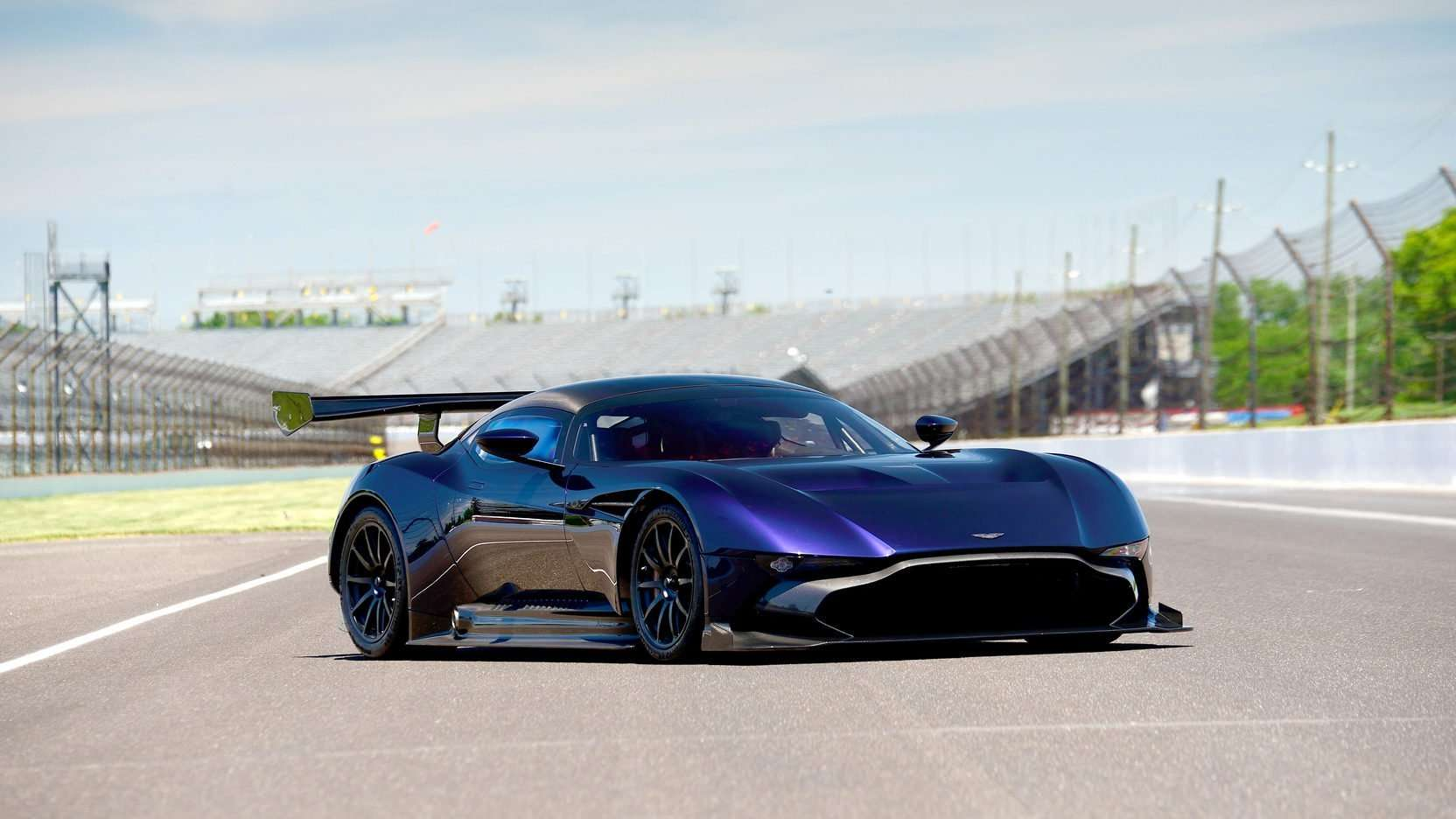 Aston Martin Vulcan >> An Aston Martin Vulcan Will Be Auctioned At The 2016