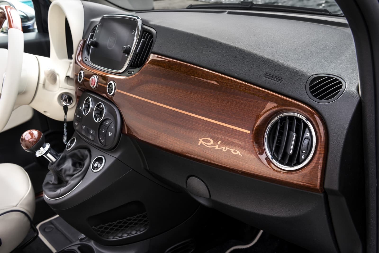 Official-Fiat-500-Riva-Edition-14