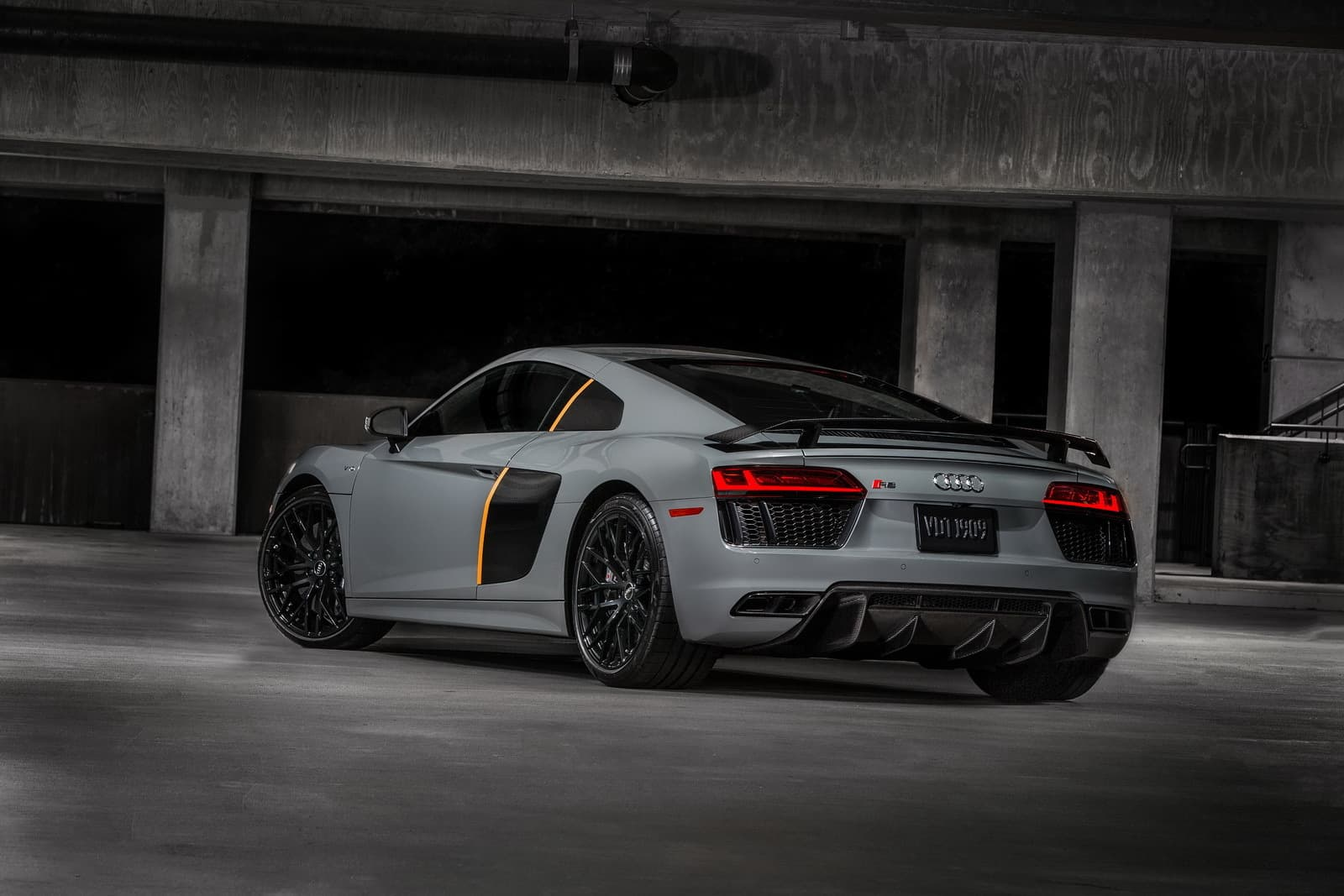 2017-audi-r8-exclusive-edition-laser-headlights-2