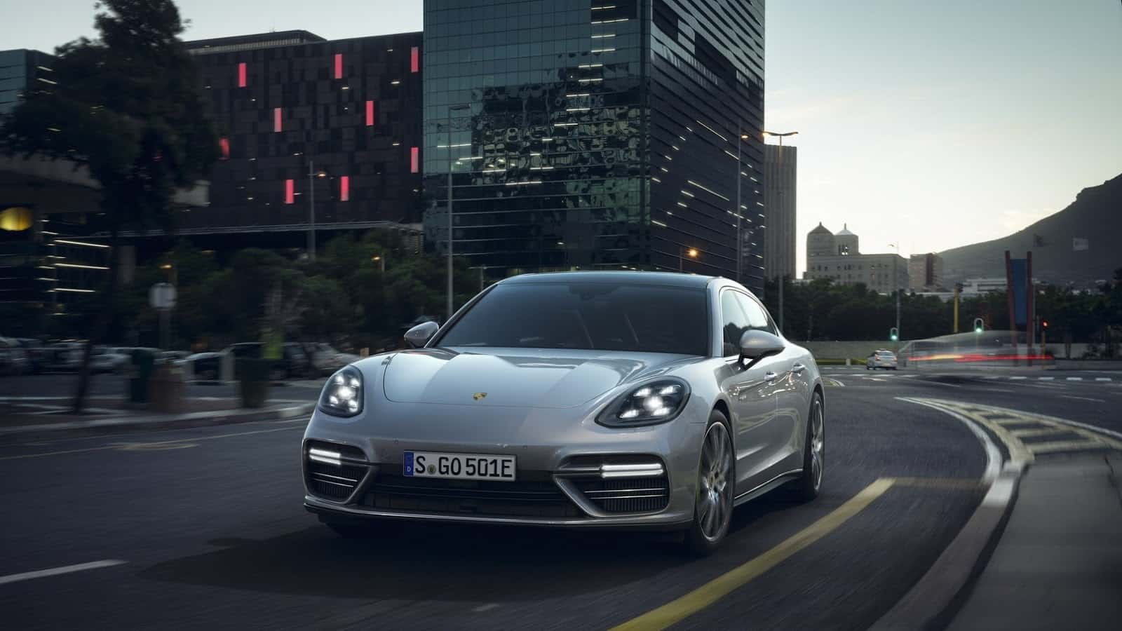 Porsche porsche e hybrid : The Porsche Panamera Turbo S E-Hybrid Is Green & Super Fast