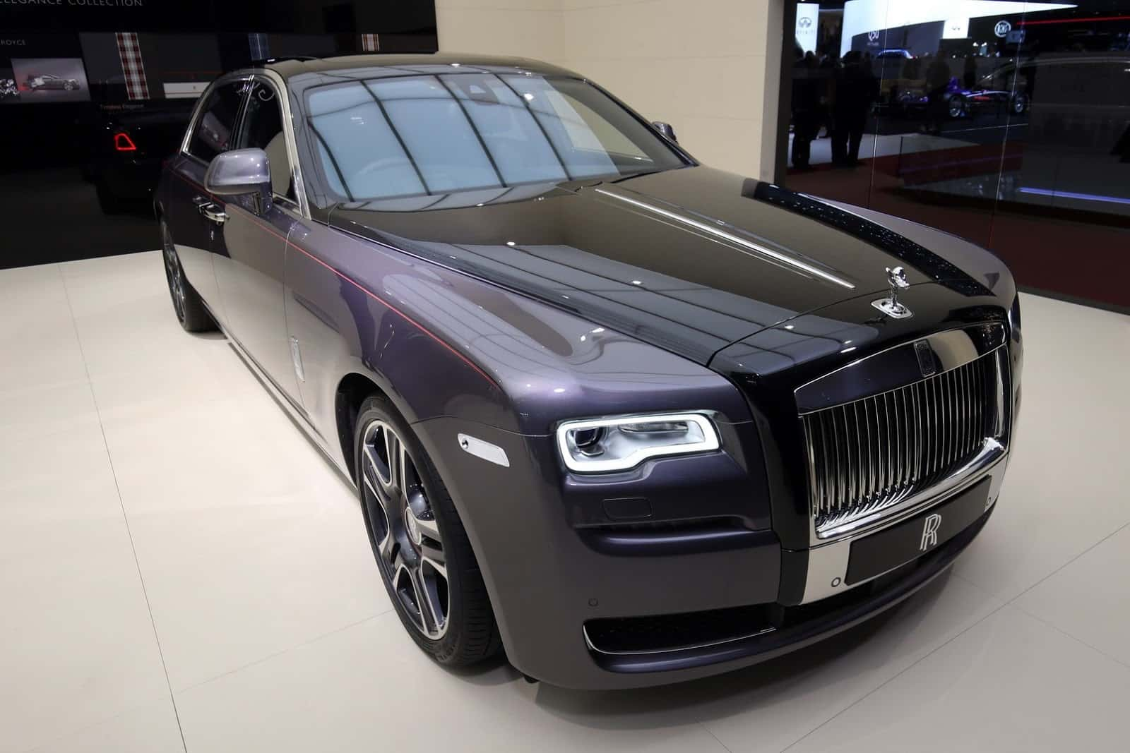 Rolls royce ghost elegance shines bright like a diamond for Home decorators royce