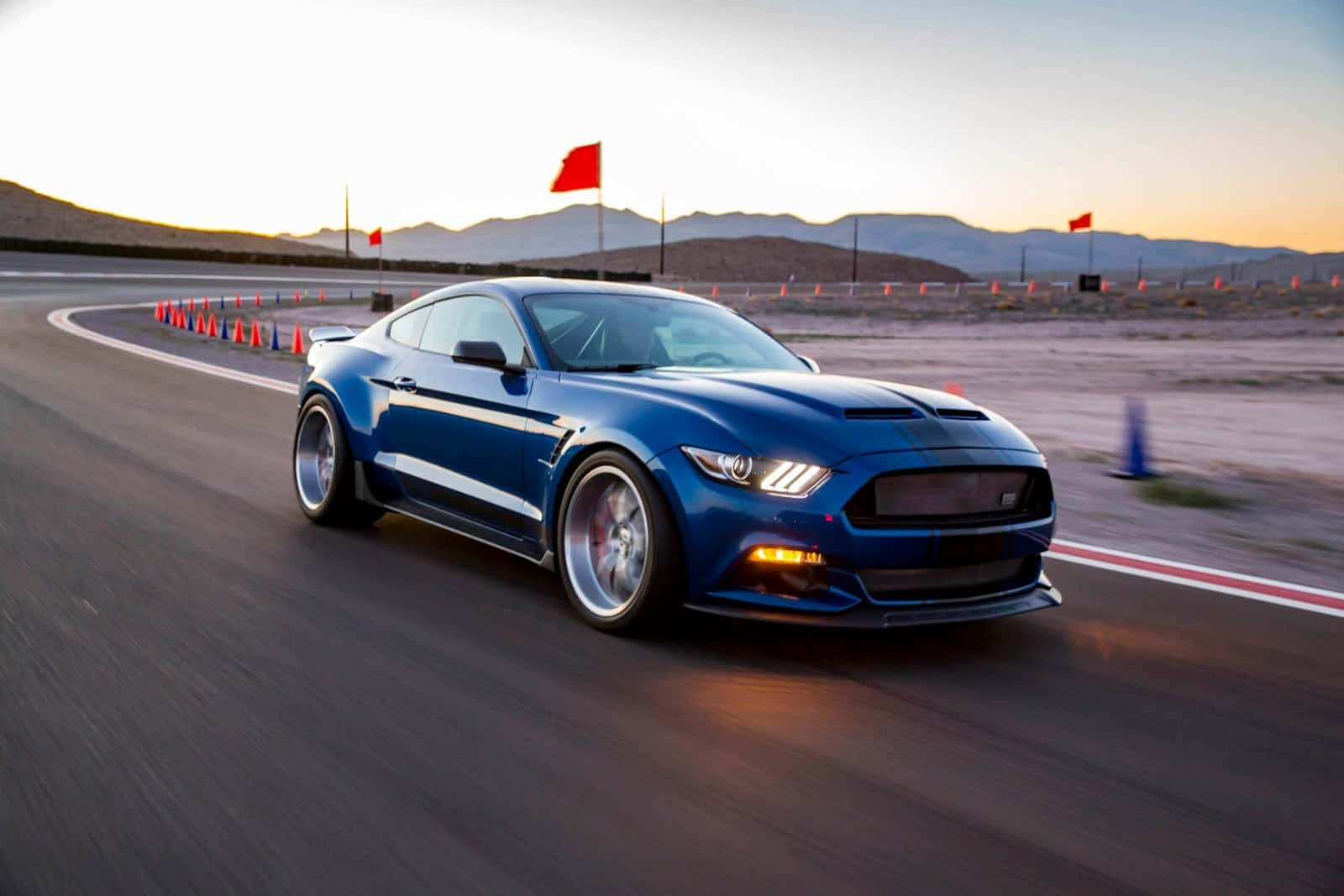 Ford Shelby Gt350r Interior >> Shelby's 2017 Super Snake Concept is Out on the Prowl