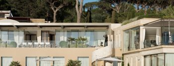 nekk villa in saint tropez is 17 850 000 of pure style. Black Bedroom Furniture Sets. Home Design Ideas