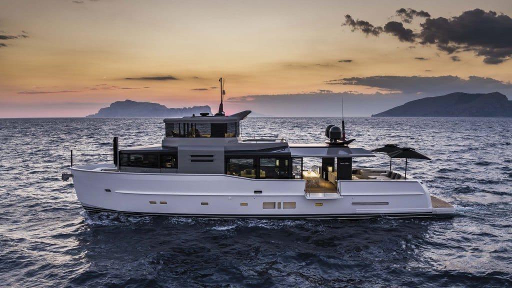 Arcadia 85S Yacht