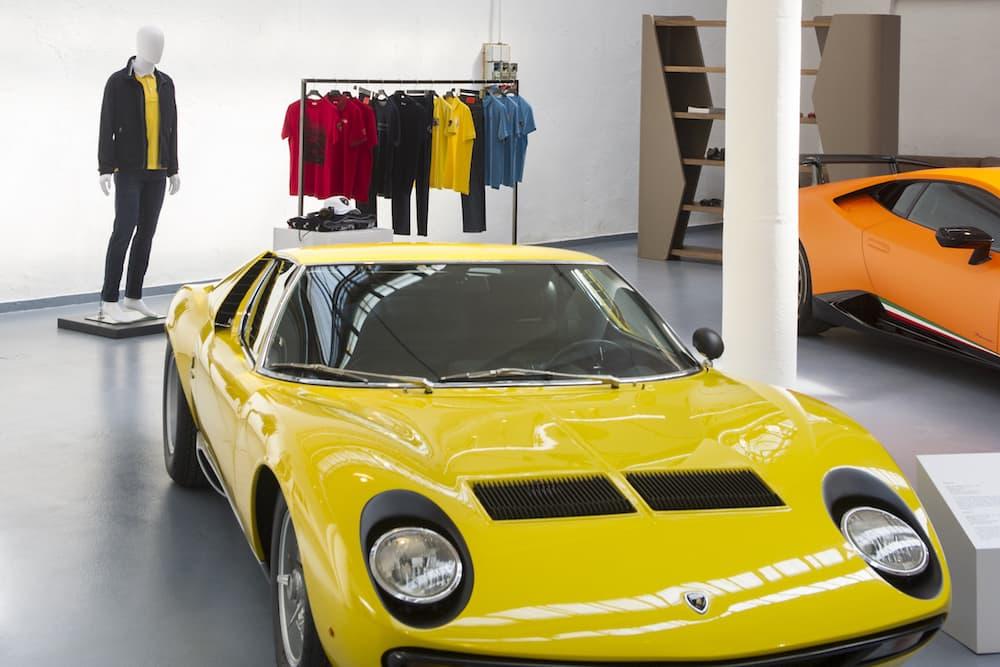 Collezione Automobili Lamborghini RTW Spring-Summer 2018