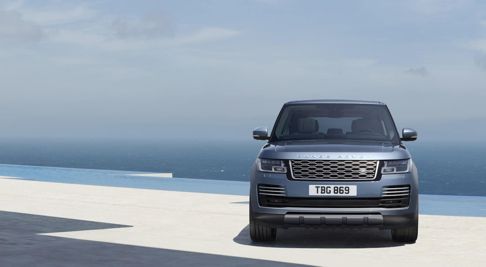 The Facelifted Range Rover comes with a Plug-in Hybrid Sibling
