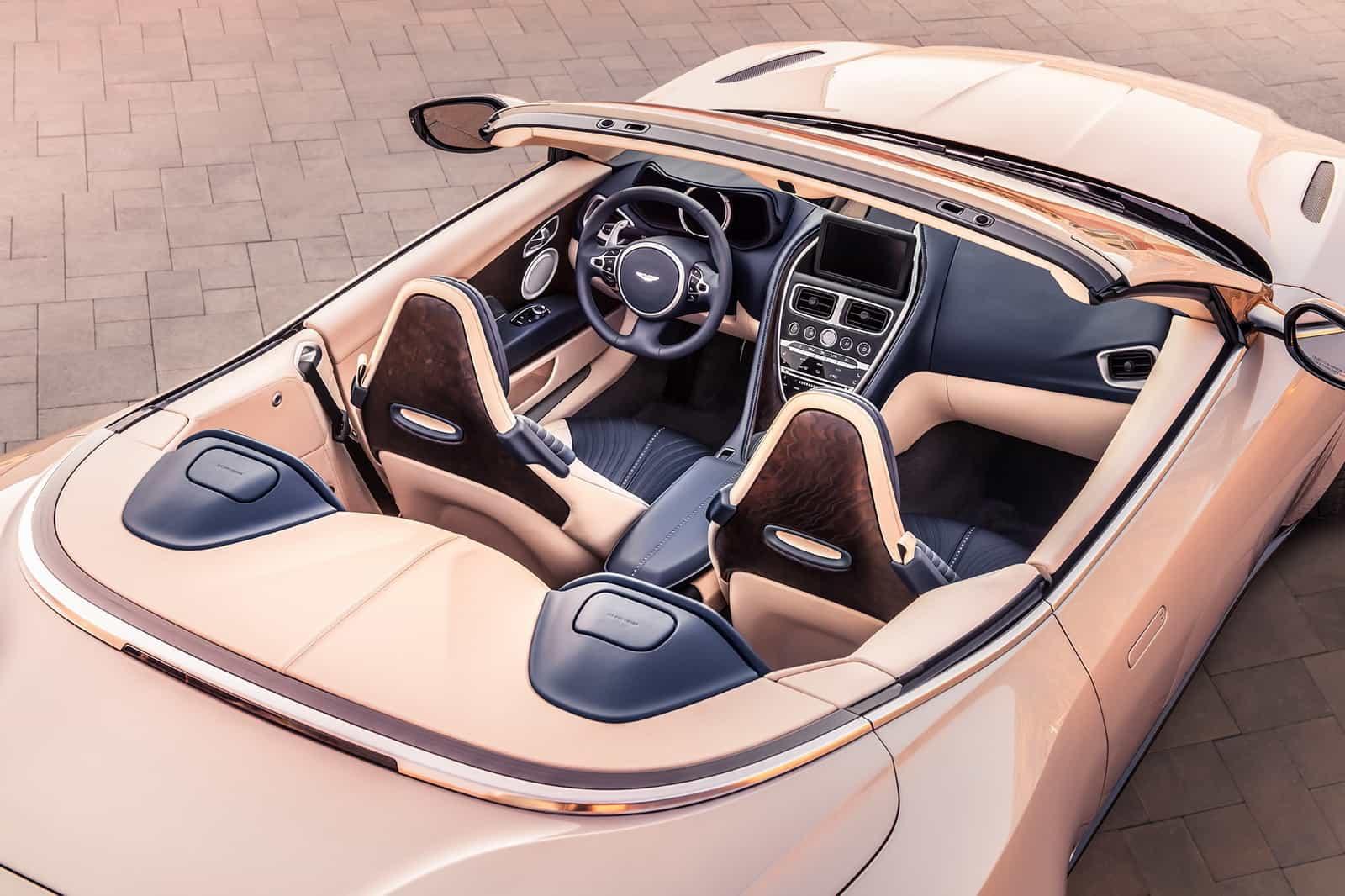 Aston Martin DB11 Volante 08