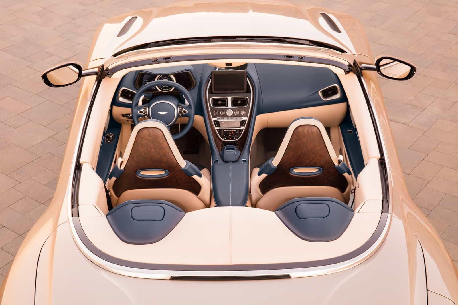 Aston Martin DB11 Volante 12