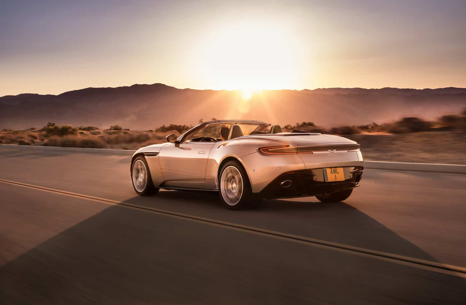 Aston Martin DB11 Volante 18