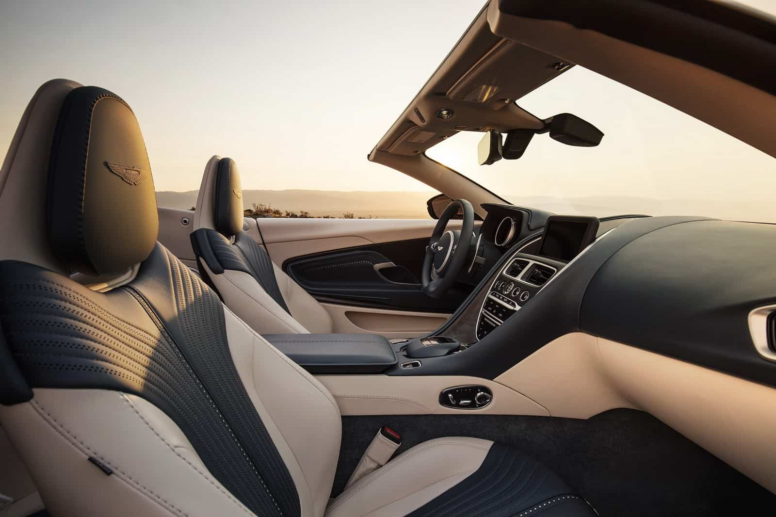Aston Martin DB11 Volante 24