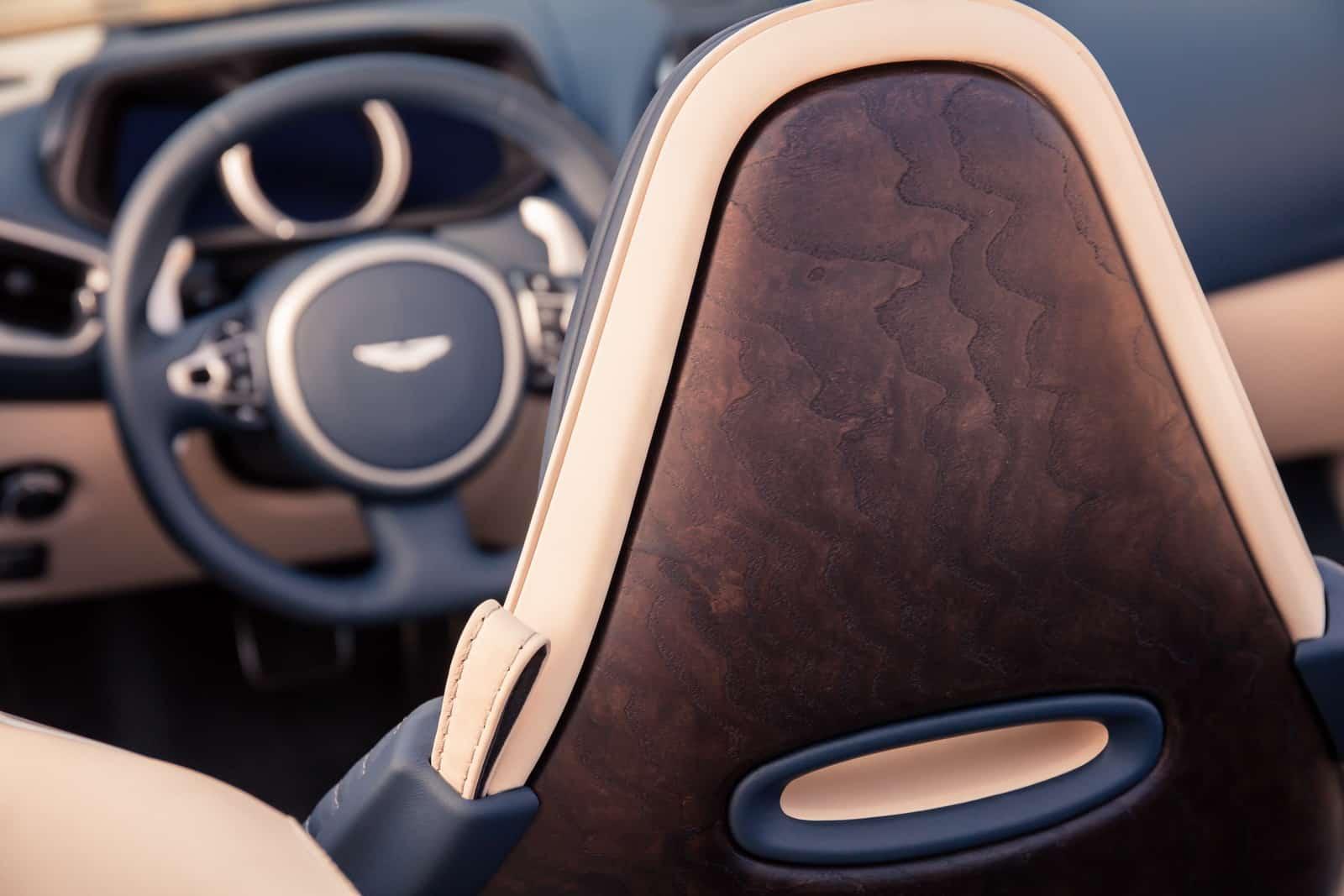 Aston Martin DB11 Volante 25