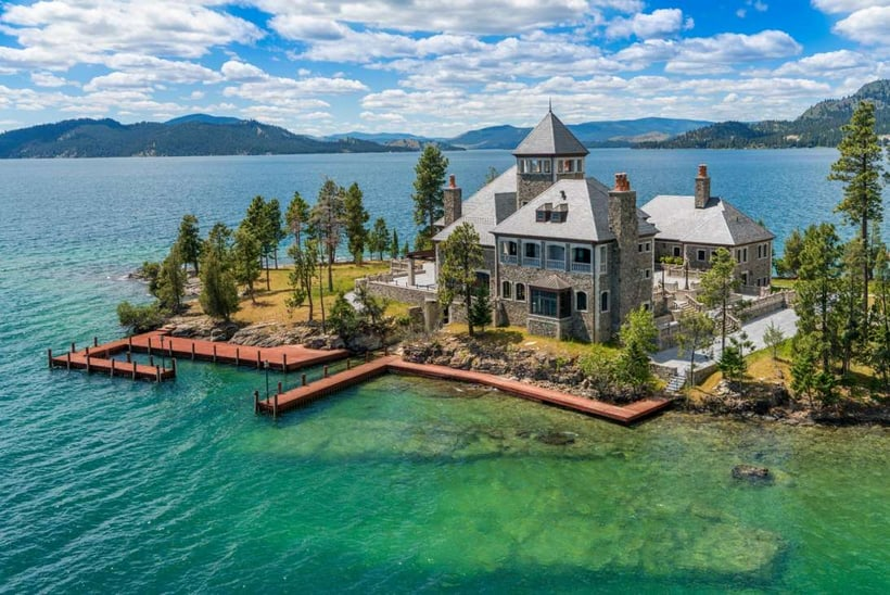 Luxury Log Home  On Island Montana