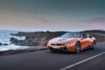 2019-BMW-i8-Roadster-Coupe-02