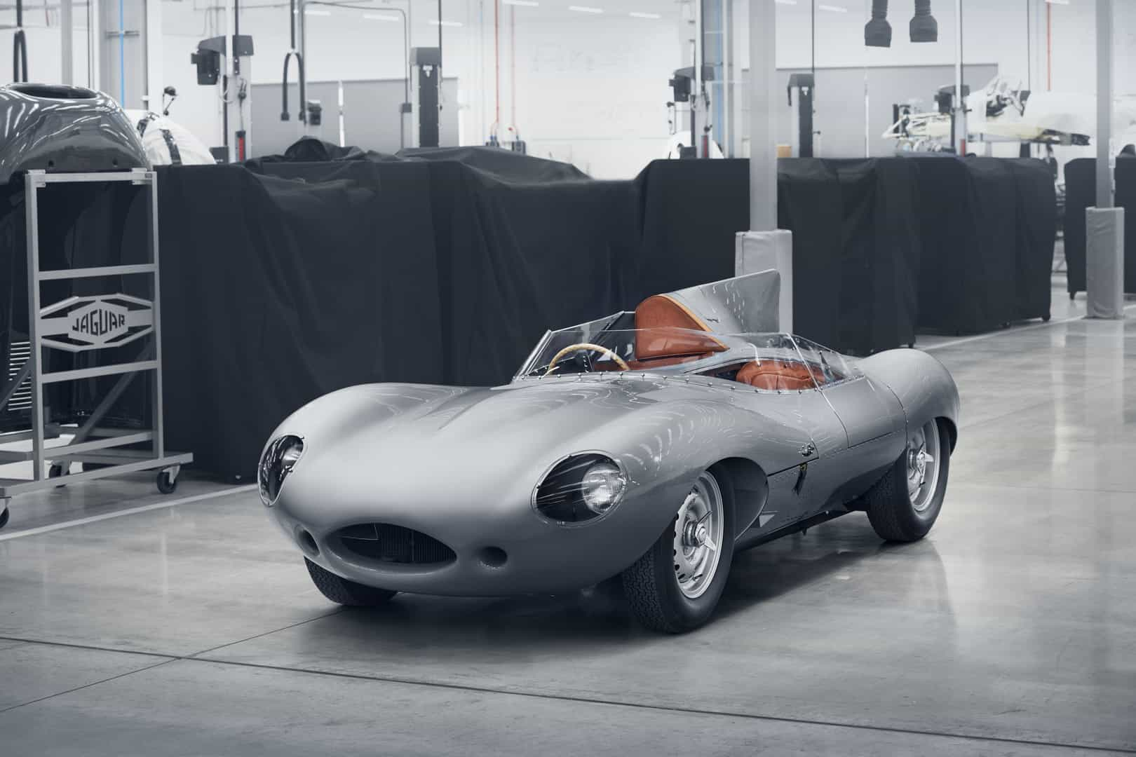 the legendary jaguar d type makes a stunning comeback. Black Bedroom Furniture Sets. Home Design Ideas