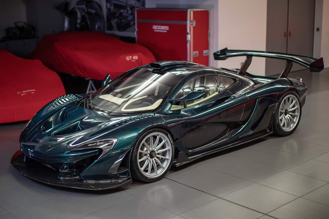 "North America's First McLaren Senna Is An Emerald ""Fux Green"""