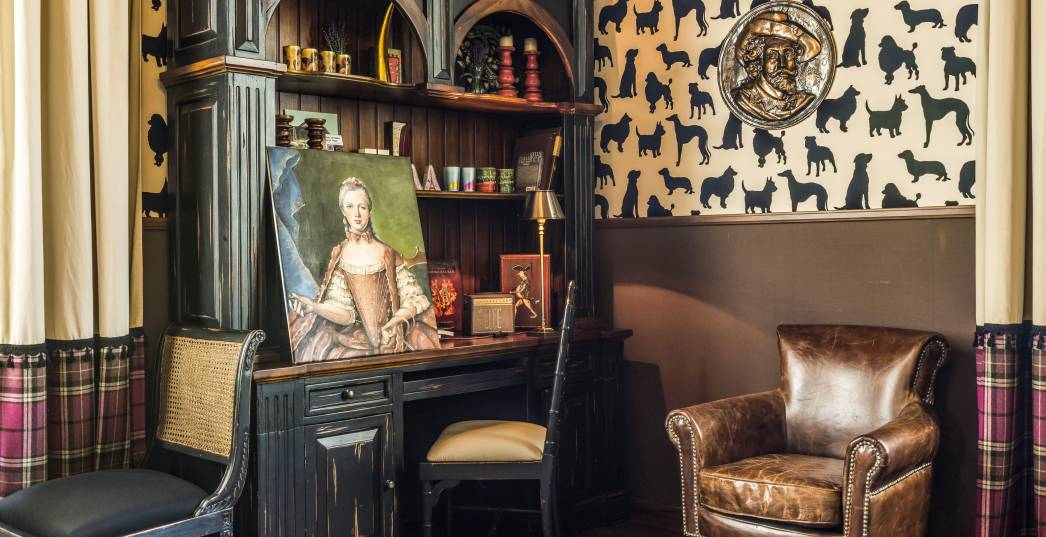 Château Amade cigar room