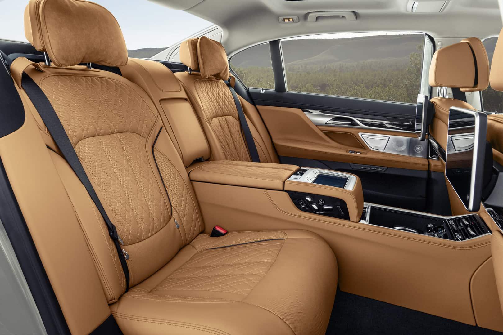 2020-BMW-7-Series-12
