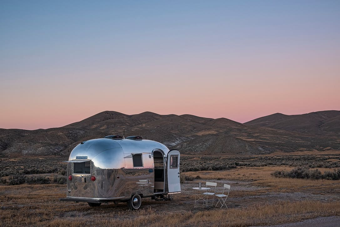 Airstream-Bambi-II-Mobile-Office-By-Edmonds-Lee-4