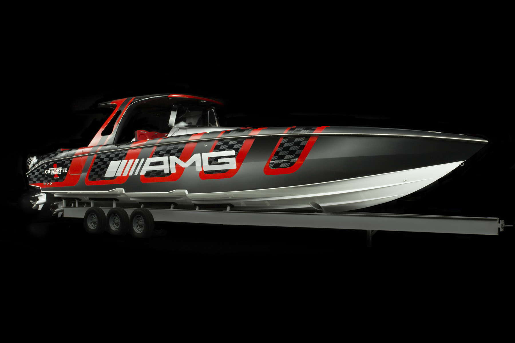 amg-carbon-edition-speedboat-from-mercedes-amg-and-cigarette-racing-5