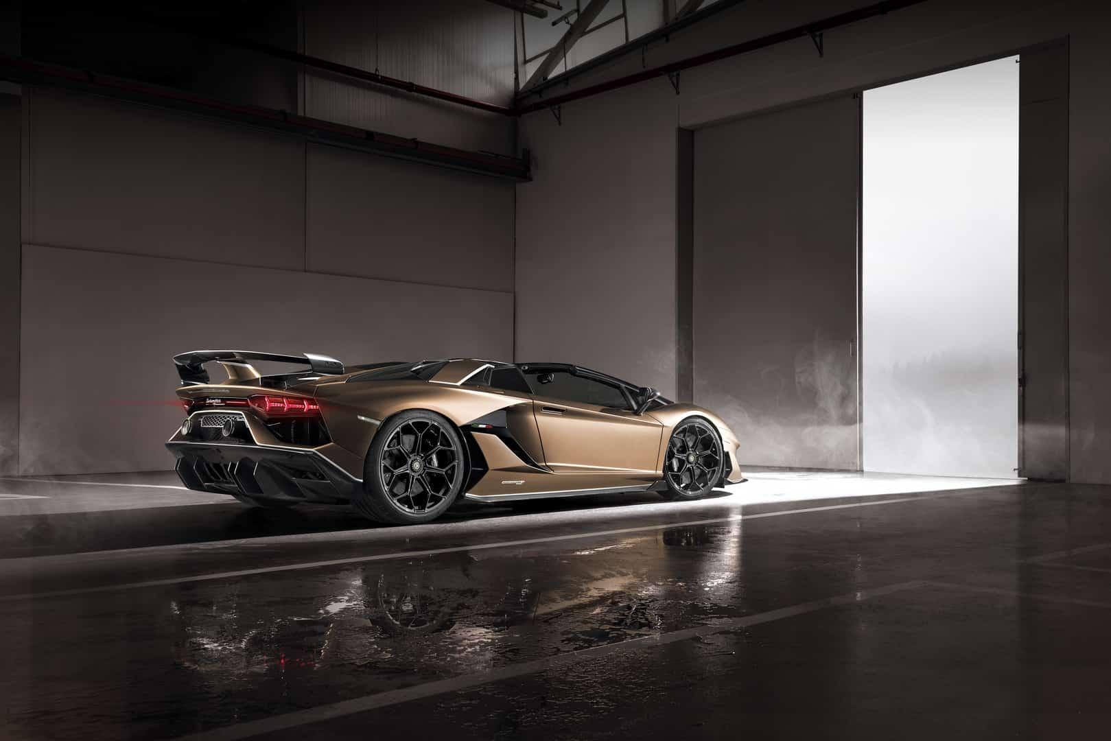 Lamborghini Aventador SVJ Roadster Goes Roofless