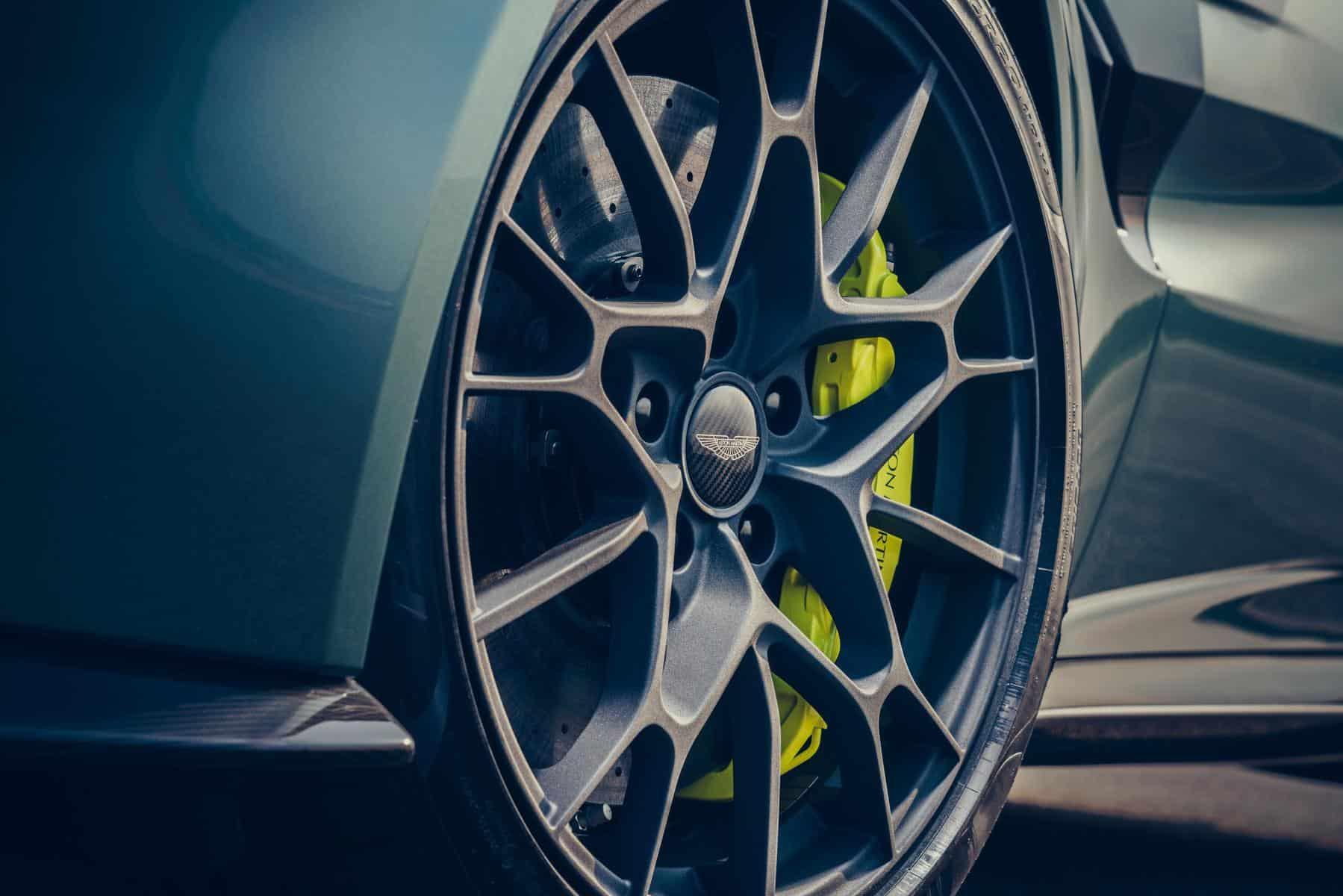Aston Martin Vantage AMR 8