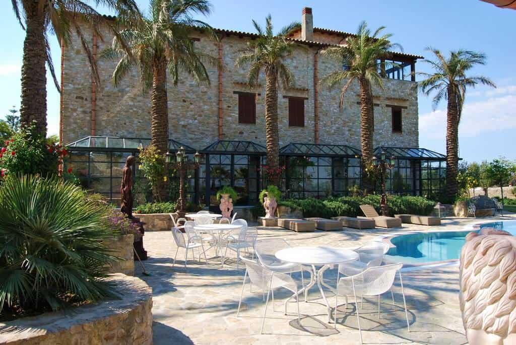 3. Villa Leoni
