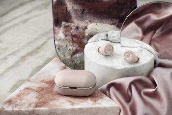 Bang&Olufsen pink bearphones