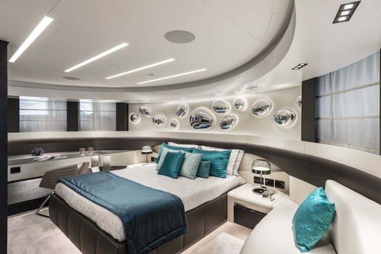 Pershing 140 Superyacht 13