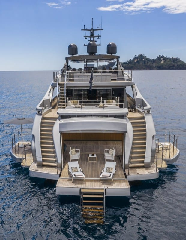 Pershing 140 Superyacht 5