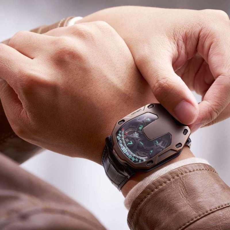 Urwerk UR-105 The Hour Glass 2