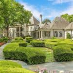 cluckingham palace texas 11